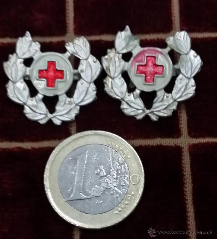 DISTINTIVOS DE CUELLO O GORRO DE LA CRUZ ROJA (Militar - Insignias Militares Españolas y Pins)