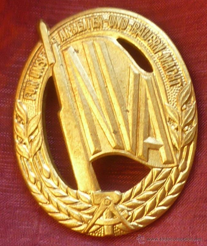 INSIGNIA NVA CONDECORACION DEPORTE POLICIA MILITAR ALEMANIA DDR AÑOS 60 (Militar - Insignias Militares Extranjeras y Pins)