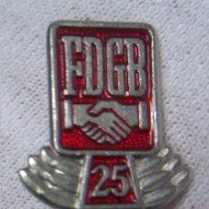 Militaria: INSIGNIA FDGB FREIE DEUTSCHE GEWERKSCHAFTS BUND 1970 CONDECORACION DE HONOR 25 AÑOS ALEMANIA DDR . Lote 43082825