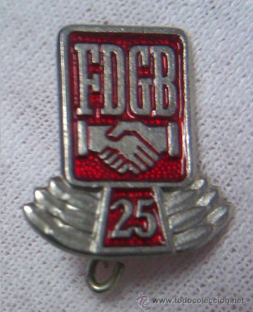 Militaria: LOTE INSIGNIAS FDGB FREIE DEUTSCHE GEWERKSCHAFTS BUND CONDECORACION HONOR 25 Y 40 AÑOS ALEMANIA DDR - Foto 2 - 43083155