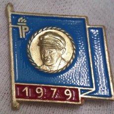 Militaria: INSIGNIA FDJ ALEMANIA DDR DE JOVENES PIONEROS 1979 DE ERNST THÄLMANN DIFICIL DE CONSEGUIR. Lote 44731458