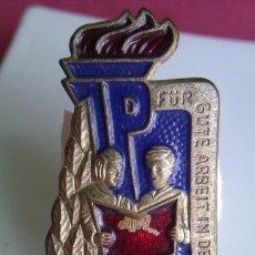 Militaria: INSIGNIA BRONCE JP ALEMANIA DDR DE JOVENES PIONEROS POR BUEN TRABAJO EN EL COLEGIO 1983. Lote 43113178