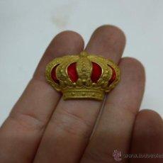 Militaria: ANTIGUA CORONA DORADA DE GORRA DE PLATO, ORIGINAL, ALFONSO XIII. Lote 43492096