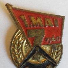 Militaria: INSIGNIA ORIGINAL 1 MAI 1960 DDR INTERNATIONALER KAMPFTAG DER WERKTÄTIGEN. Lote 44742679