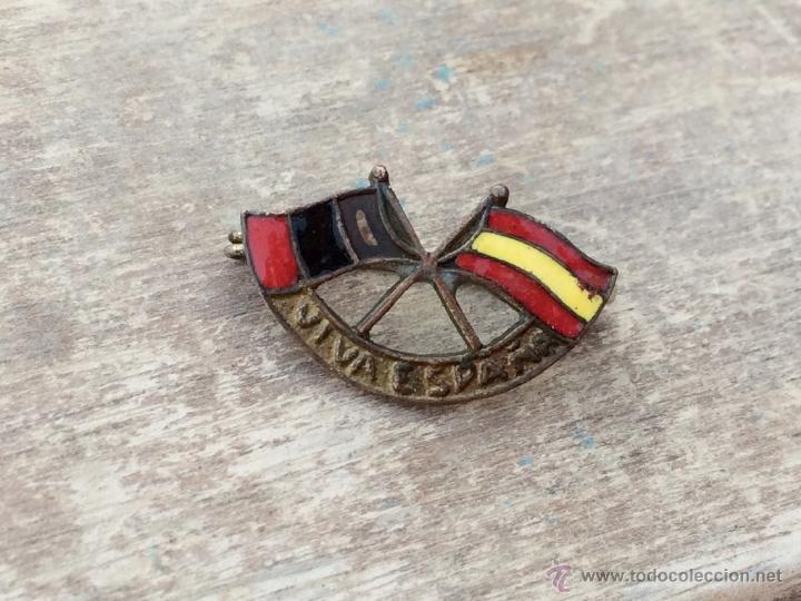 INSIGNIA ESMALTADA DE GUERRA CIVIL VIVA ESPAÑA CON BANDERA DE ESPAÑA Y LA FALANGE (Militar - Insignias Militares Españolas y Pins)