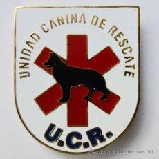 Militaria: INSIGNIA UNIDAD CANINA DE RESCATE - GUIAS CANINOS K9 - BOMBEROS - PROTECCIÓN CIVIL ENGANCHE TIPO PIN. Lote 171155507