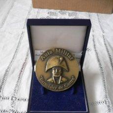 Militaria: MEDALLA CONMEMORATIVA AULA MILITAR BERMUDEZ DE CASTRO EN SU ESTUCHE. Lote 46374403