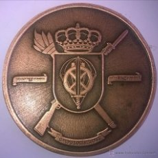 Militaria: MEDALLA O INSIGNIA EN BRONCE: GRUPO LOGÍSTICO VI. MILITAR. PARACAIDISTAS. Lote 50624131