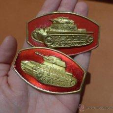 Militaria: LOTE 2 EMBLEMA DISTINTOS DE CARRISTA O TANQUISTA ESPAÑOL, ANTIGUOS. TANQUE. Lote 53016071