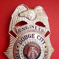 Militaria: INSIGNIA PLACA DE BOMBEROS AMERICANA ENGINEER DEL FIRE DEPARTMENT DODGE CITY DEL ESTADO DE KANSAS . Lote 53026235