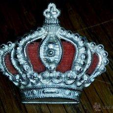 Militaria: CORONA PARA GORRA DE CABALLERIA ALFONSINA GRANDE DE GRAN CALIDAD 3,3 CM DE ANCHO X 3 CM DE ALTURA. Lote 123243235