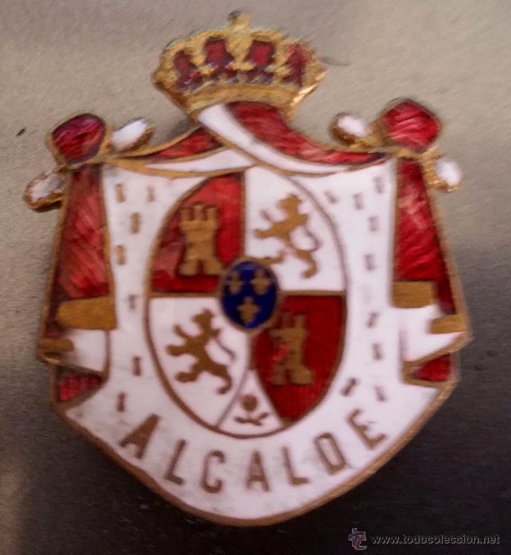 INSIGNIA DE SOLAPA EPOCA DE ALFONSO XIII PARA ALCALDE ESMALTADA DE GRAN CALIDAD,GRANDE (Militar - Insignias Militares Españolas y Pins)