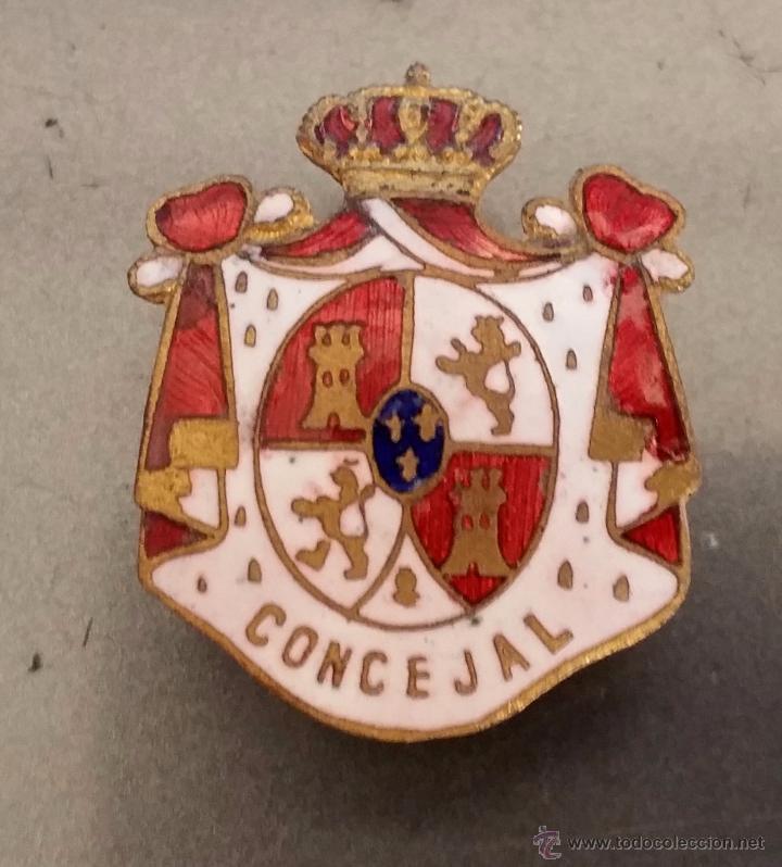 INSIGNIA DE SOLAPA EPOCA DE ALFONSO XIII PARA CONCEJAL ESMALTADA DE GRAN CALIDAD (Militar - Insignias Militares Españolas y Pins)