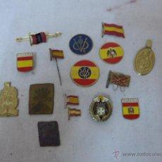 Militaria: LOTE DE 16 ANTIGUAS INSIGNIA DE FALANGE, BANDERA ESPAÑA... ORIGINALES GUERRA CIVIL Y POSTERIOR. Lote 54249256