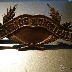 Militaria: DISTINTIVO DE ARBITRIOS MUNICIPALES DE LA REPUBLICA,METAL PLATEADO. Lote 54547119