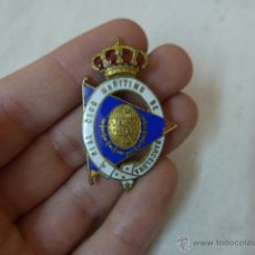 Militaria: ANTIGUA INSIGNIA ESMALTADA DEL REAL CLUB MARITIMO DE BARCELONA, ALFONSO XIII. Lote 55022568