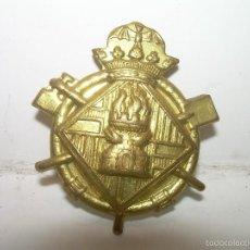 Militaria: ANTIGUA INSIGNIA DE LATON.. Lote 56509697