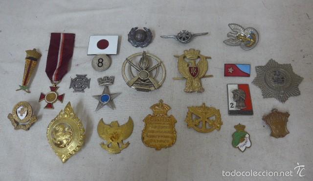 GRAN ANTIGUO LOTE DE 20 MEDALLAS Y INSIGNIAS EXTRANJERAS, VARIEDAD, HAY DE RARAS, MEDALLA, INSIGNIA (Militar - Insignias Militares Internacionales y Pins)