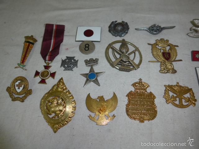 Militaria: Gran antiguo lote de 20 medallas y insignias extranjeras, variedad, hay de raras, medalla, insignia - Foto 2 - 57609837
