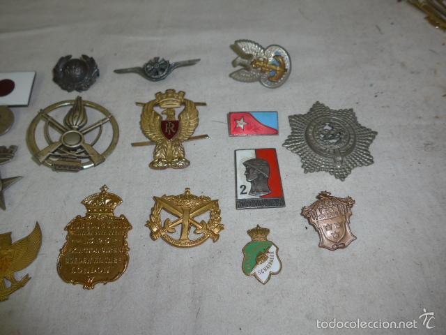 Militaria: Gran antiguo lote de 20 medallas y insignias extranjeras, variedad, hay de raras, medalla, insignia - Foto 3 - 57609837
