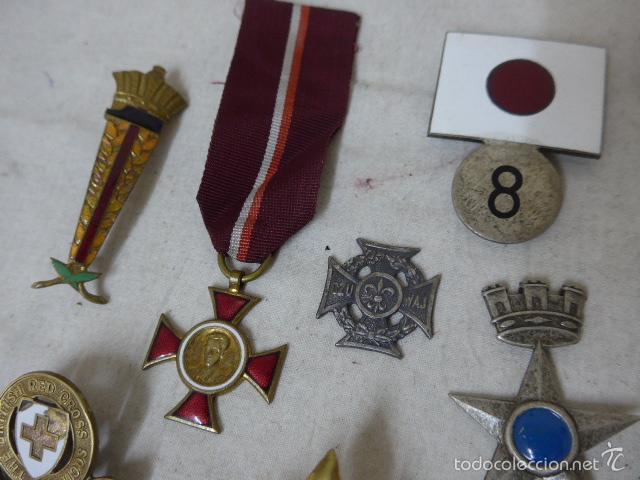 Militaria: Gran antiguo lote de 20 medallas y insignias extranjeras, variedad, hay de raras, medalla, insignia - Foto 4 - 57609837