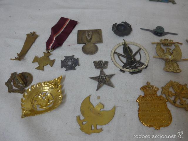 Militaria: Gran antiguo lote de 20 medallas y insignias extranjeras, variedad, hay de raras, medalla, insignia - Foto 12 - 57609837