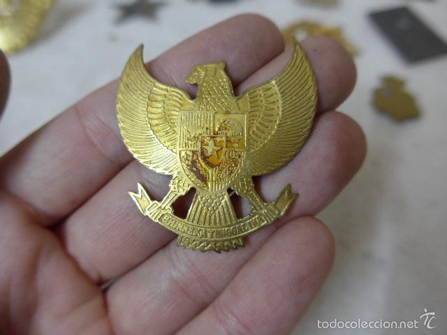Militaria: Gran antiguo lote de 20 medallas y insignias extranjeras, variedad, hay de raras, medalla, insignia - Foto 17 - 57609837