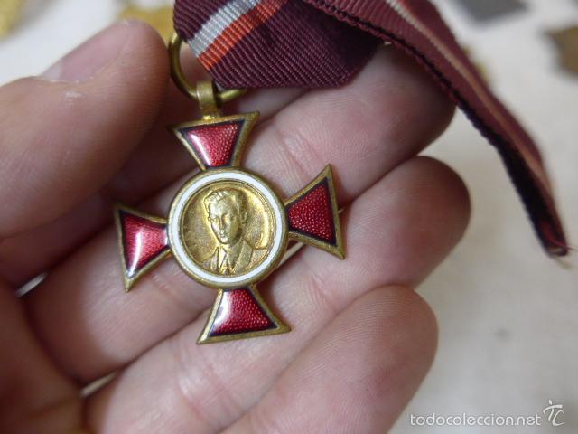 Militaria: Gran antiguo lote de 20 medallas y insignias extranjeras, variedad, hay de raras, medalla, insignia - Foto 18 - 57609837
