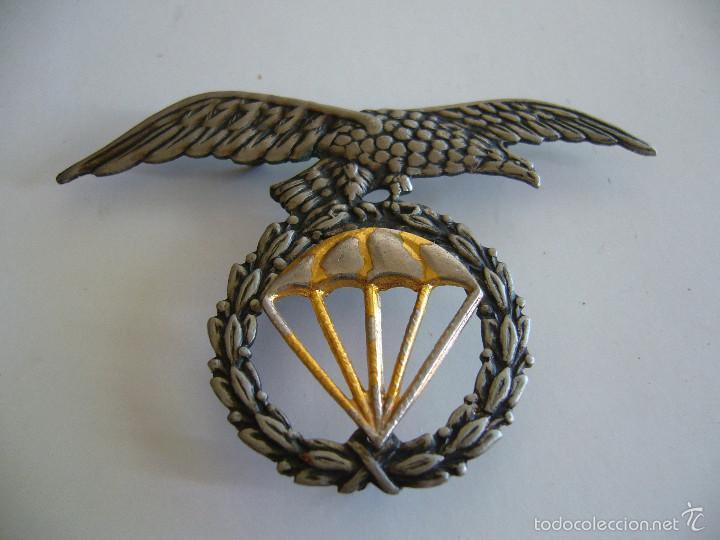 INSIGNIA ANTIGUA PARA BOINA DE LA BRIGADA PARACAIDISTA BRIPAC PARACAS (Militar - Insignias Militares Españolas y Pins)