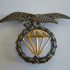 Militaria: INSIGNIA ANTIGUA PARA BOINA DE LA BRIGADA PARACAIDISTA BRIPAC PARACAS. Lote 58222560