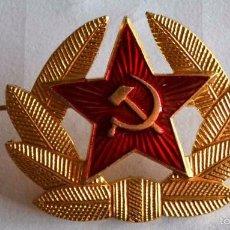 Militaria: INSIGNIA MILITAR RUSA ESTRELLA ROJA CON HOZ Y MARTILLO. Lote 60103655