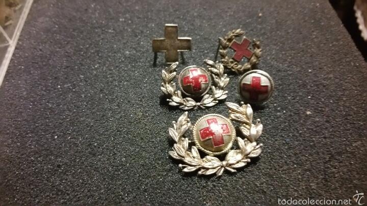 LOTE DE INSIGNIAS Y DISTINTIVOS PARA GORRAS Y CUELLO ÉPOCA ALFONSO XIII REPÚBLICA CRUZ ROJA (Militar - Insignias Militares Españolas y Pins)