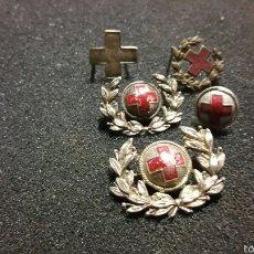 Militaria: LOTE DE INSIGNIAS Y DISTINTIVOS PARA GORRAS Y CUELLO ÉPOCA ALFONSO XIII REPÚBLICA CRUZ ROJA. Lote 61245941