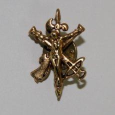 Militaria: PIN098 INSIGNIA O PIN DEL CRISTO DE LA BUENA MUERTE - LEGIÓN. METAL DORADO. Lote 63901907