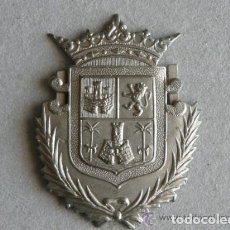 Militaria: EMBLEMA GORRA POLICIA MUNICIPAL DE LAS PALMAS DE GRAN CANARIA - EPOCA DE FRANCO. Lote 64130323