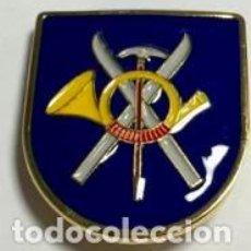 Militaria: DISTINTIVO DE GUÍA DE MONTAÑA DEL EJERCITO ESPAÑOL. Lote 86232146