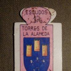 Militaria: ESCUDO - EMBLEMA - AUXILIO SOCIAL - DONATIVOS - MADRID - TORRES DE LA ALAMEDA - 1 PTS - 1951. Lote 69892613