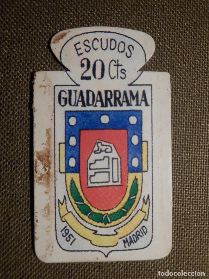 ESCUDO - EMBLEMA - AUXILIO SOCIAL - DONATIVOS - MADRID - GUADARRAMA - 20 CTS - 1951 (Militar - Insignias Militares Españolas y Pins)