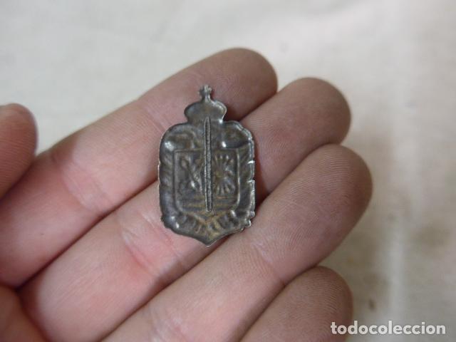 Militaria: Antigua insignia de requete carlista y falange, guerra civil - Foto 2 - 70459033