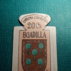 Militaria: ESCUDO - EMBLEMA - AUXILIO SOCIAL - DONATIVOS - MADRID - BOADILLA - 20 CTS - 1951. Lote 70877461
