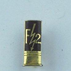 Militaria: PIN DE CARTUCHOS F2, REVERSO CON ALFILER, MIDE 1,6 CMS.. Lote 71434491