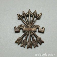 Militaria: INSIGNIA DEL YUGO Y LAS FLECHAS DE FALANGE ESPAÑOLA . Lote 72301731