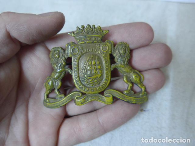 Antigua insignia vasca de gorra o casco de policia de san sebastian e2c16e2e10b