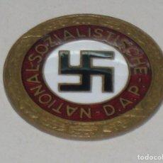 Militaria: DISTINTIVO EMBLEMA METÁLICO PARTIDO NACIONALSOCIALISTA OBRERO ALEMÁN NSDAP. Lote 77087949