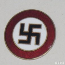 Militaria: DISTINTIVO EMBLEMA METÁLICO PARTIDO NACIONALSOCIALISTA OBRERO ALEMÁN NSDAP. Lote 77088017