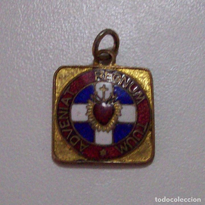 DETENTE ENEMIGO EL CORAZON DE JESUS ESTA CONMIGO ESMALTADO (Militar - Insignias Militares Españolas y Pins)