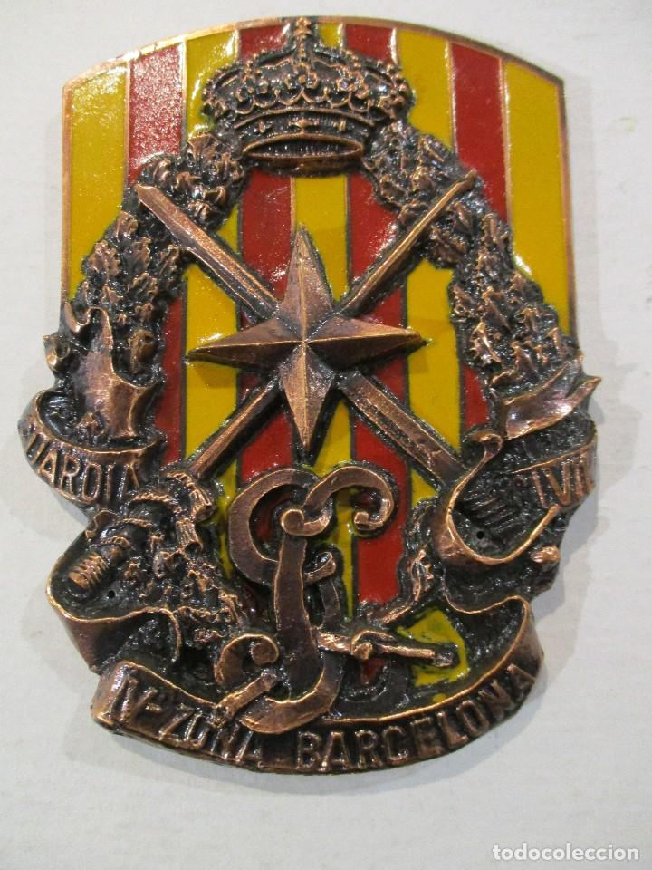 ESCUDO GUARDIA CIVIL-V ZONA BARCELONA-RELIEVE-PERFECTO ESTADO (Militar - Insignias Militares Españolas y Pins)