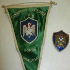 Militaria: INSIGNIA FALANGE UNIVERSITARIA,CARDENAL CISNEROS+BANDERÍN CAMPAMENTO MONTEJAQUE I.P.S. RONDA MALAGA. Lote 87376772