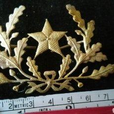 Militaria: DISTINTIVO PARA GORRA DE PLATO ESTADO MAYOR DEL EJÉRCITO O QUIZÁS FERROCARRILES. Lote 116914564
