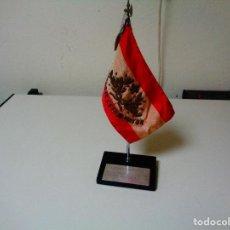 Militaria: BANDERÍN SOBRE MESA ESCUELA ESTADO MAYOR. Lote 84921924